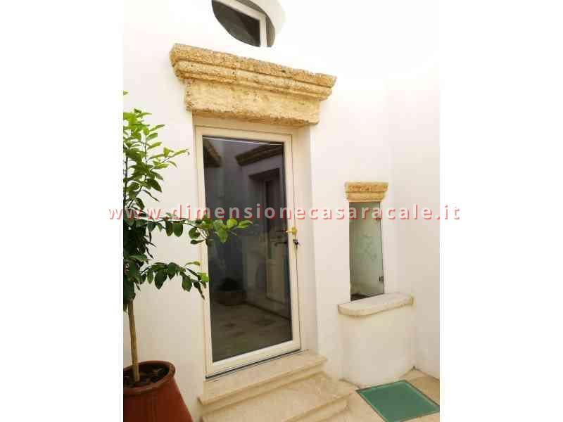Intallazione infissi in PVC in B&B centro storico veduta esterna infissi PVC Lecce e provincia PVC REHAU I NOBILI 3