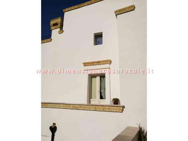 Intallazione infissi in PVC in B&B centro storico veduta esterna infissi PVC Lecce e provincia PVC REHAU I NOBILI 5