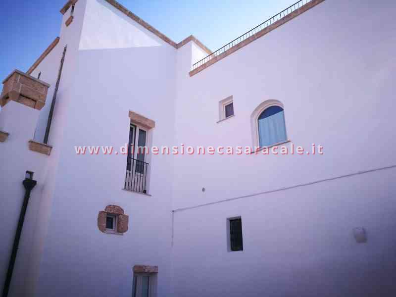 Intallazione infissi in PVC in B&B centro storico Casarano veduta esterna 2