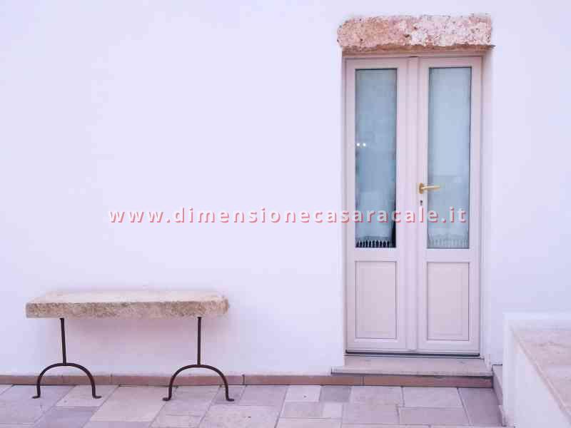 Intallazione infissi in PVC in B&B centro storico Casarano veduta esterna 3