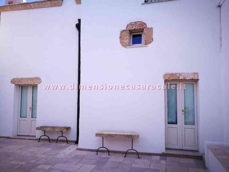 Intallazione infissi in PVC in B&B centro storico veduta esterna 4