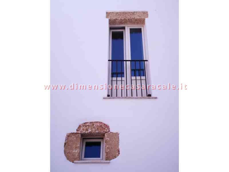 Intallazione infissi in PVC in B&B centro storico veduta esterna infissi PVC Lecce e provincia PVC REHAU I NOBILI 1