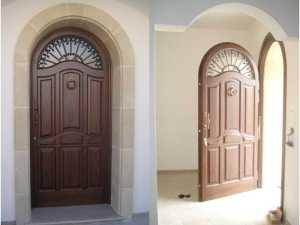 Installazione di portoni in legno in abitazioni private da ingresso Fiore Ebanisteria