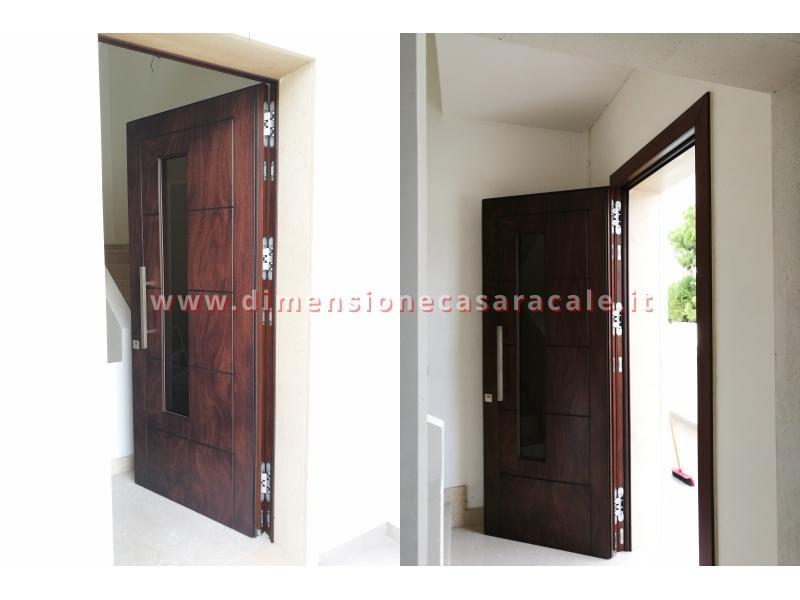 Installazione presso nuova abitazione di portoni in legno Fiore Ebanisteria certificati CE 12