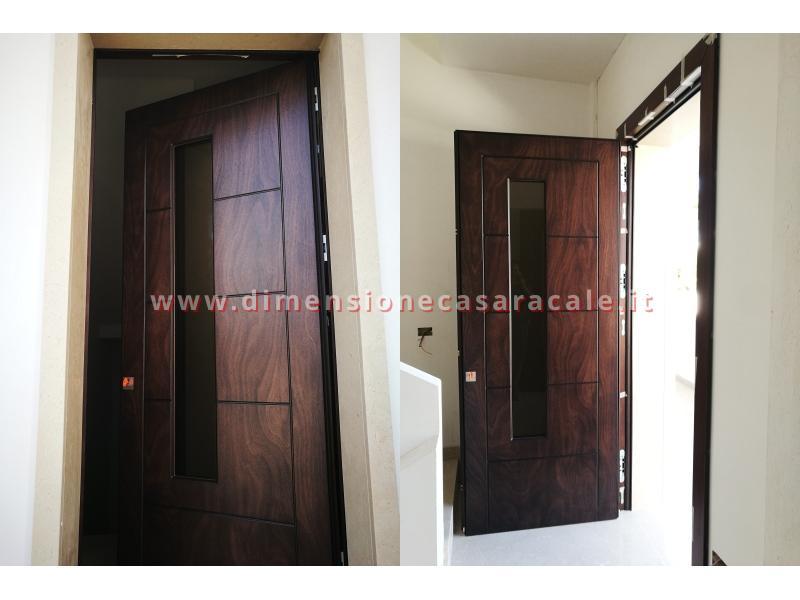Installazione presso nuova abitazione di portoni in legno Fiore Ebanisteria certificati CE 3