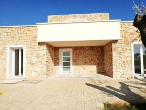 Installazioni in Lecce e provincia di portoni in PVC I NOBILIe ferramenta AGB