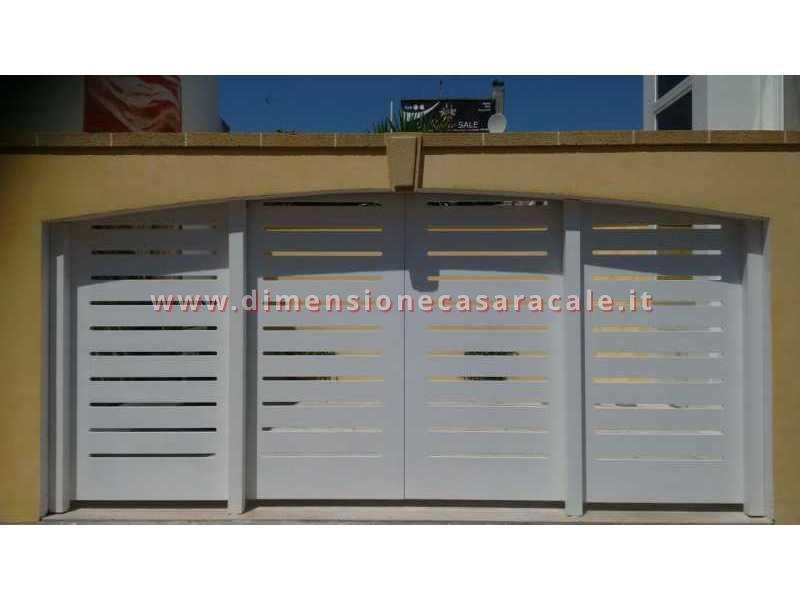 Realizzazione e installazione di cancelli sia in legno che in ferro battuto 4