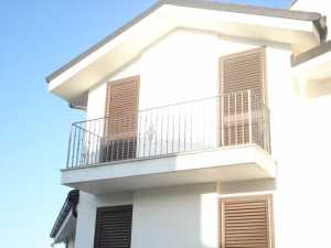 Realizzazione e installazione di ringhiere in ferro presso abitazioni private