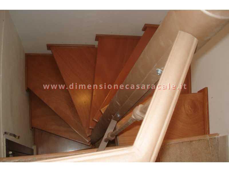 Realizzazione e installazione di scale in legno in abitazioni private 12