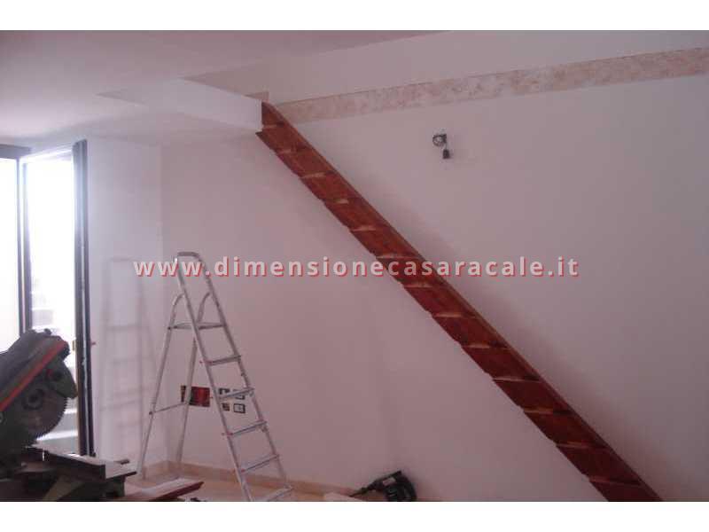 Realizzazione e installazione di scale in legno in abitazioni private 2