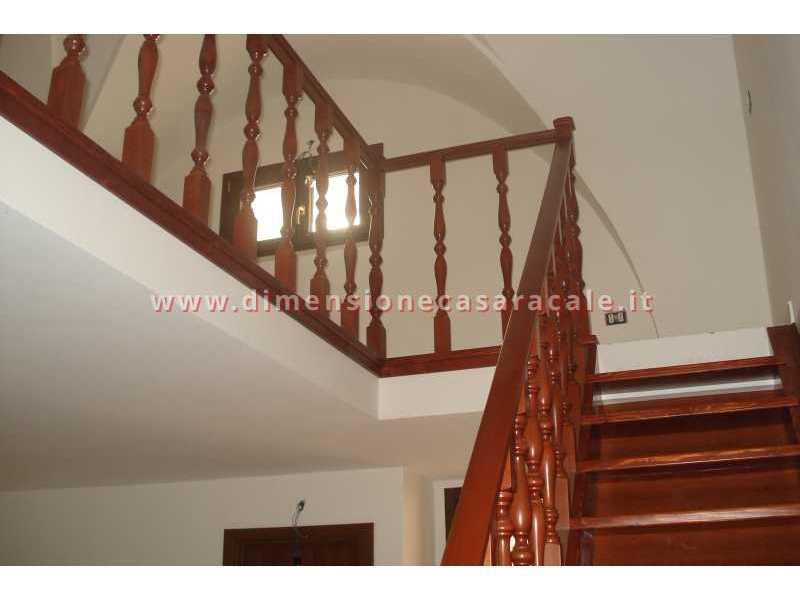 Realizzazione e installazione di scale in legno in abitazioni private 5