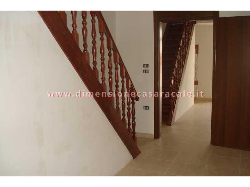 Realizzazione e installazione di scale in legno in abitazioni private 6