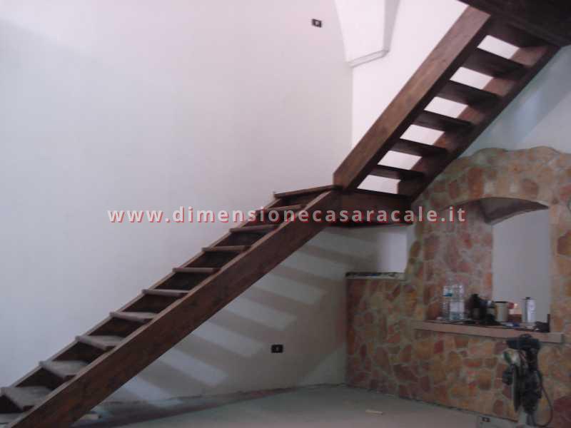 Realizzazione e installazione di scale in legno in abitazioni private 9