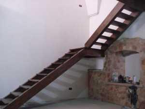 Realizzazione e installazione di scale in legno in abitazioni private