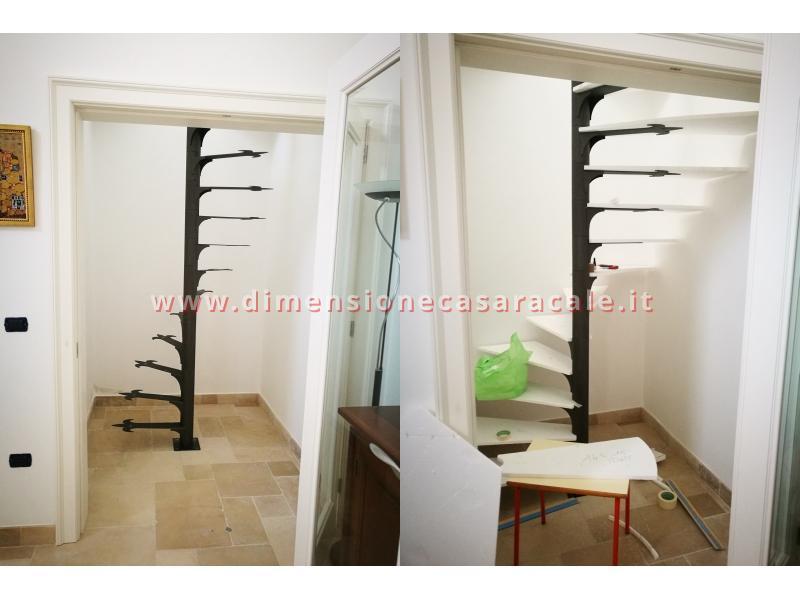 Realizzazione su misura di scala a chiocciola da interno con struttura metallica e gradini in legno 10