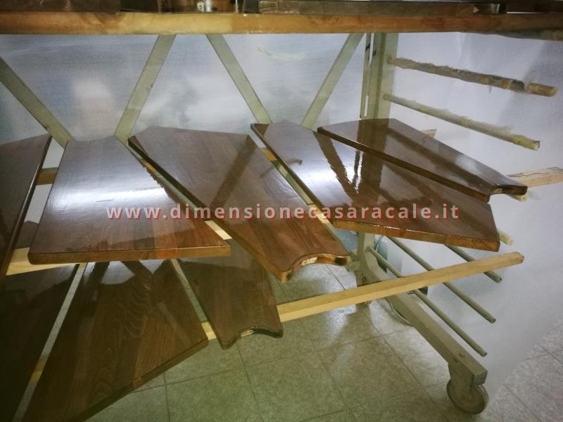 Realizzazione su misura di scala a chiocciola da interno con struttura metallica e gradini in legno 11