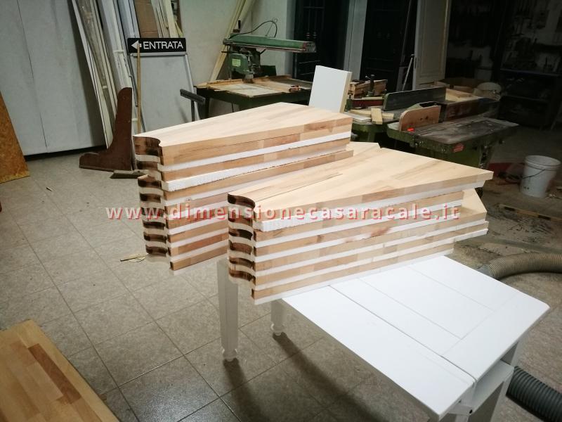 Realizzazione su misura di scala a chiocciola da interno con struttura metallica e gradini in legno 3
