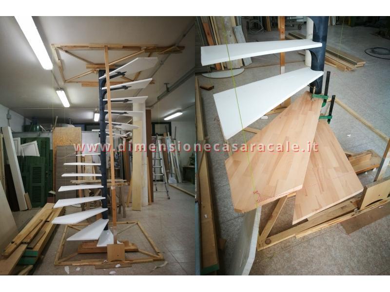 Realizzazione su misura di scala a chiocciola da interno con struttura metallica e gradini in legno 5