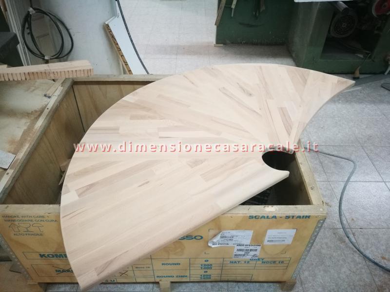 Realizzazione su misura di scala a chiocciola da interno con struttura metallica e gradini in legno 7